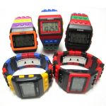 montre multicolore lego