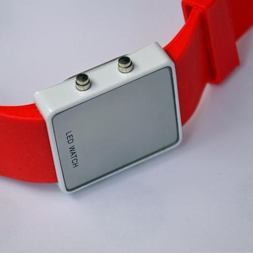 montre couleur affichage led rouge pic8