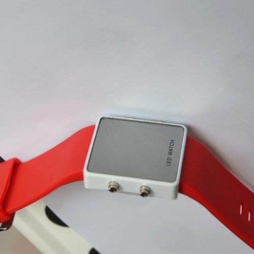 montre couleur affichage led rouge pic9