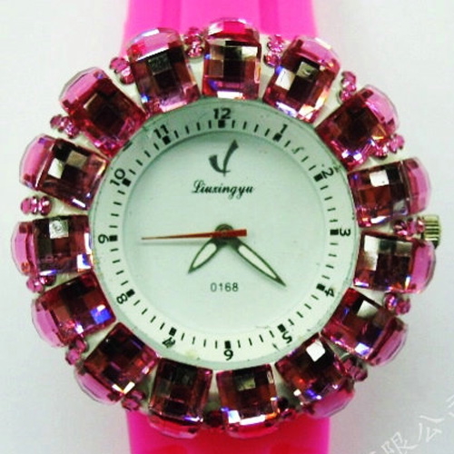 montre pierres serties WS1132